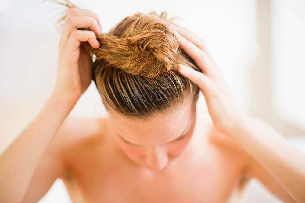 Prender o cabelo molhado