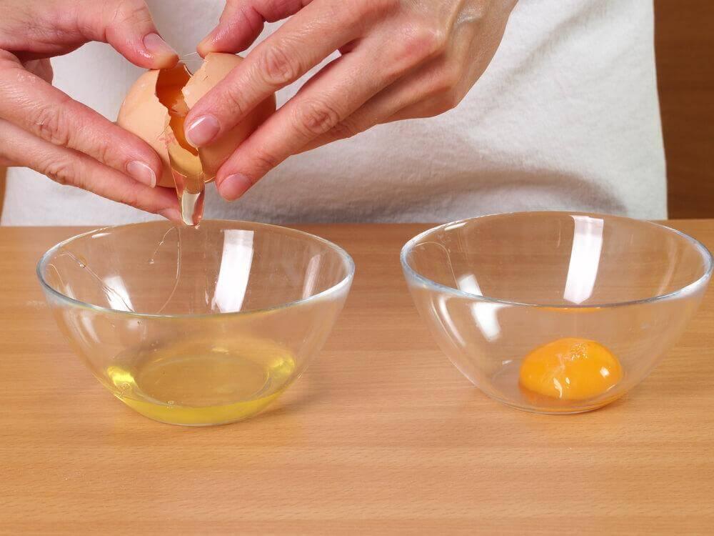 Clara e gema de ovo