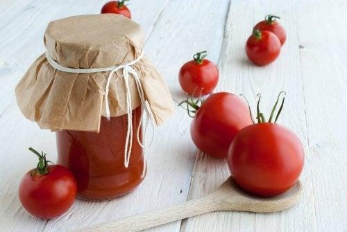 Máscara de tomate para ter um cabelo brilhante