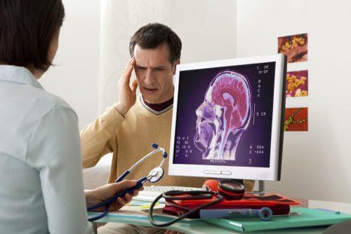 Paciente consultando por pontadas na cabeça