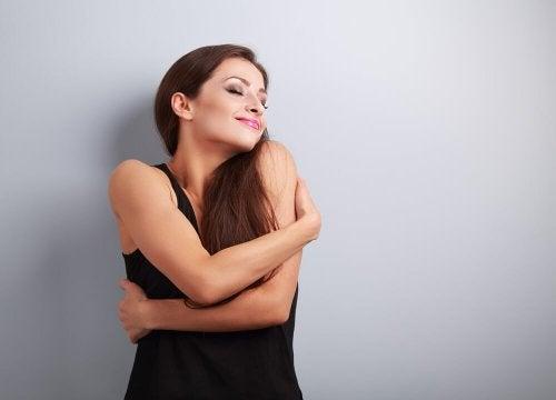 Mulher precisando um amor duradouro