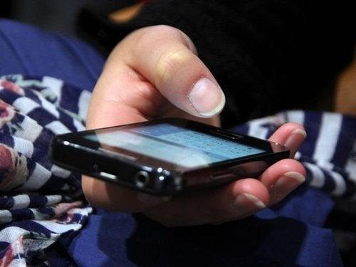 Não deve se usar o celular no avião
