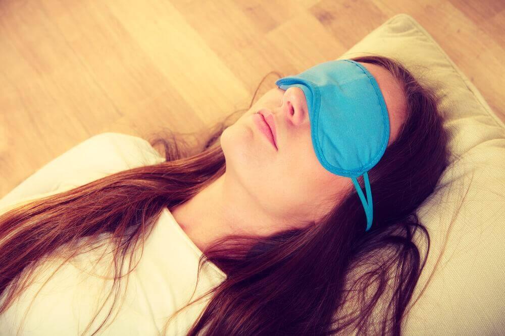 Mulher com dificuldade para dormir