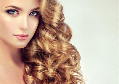 penteados ideais para cabelos encaracolados loiros