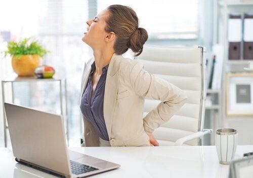 A postura influencia na dor nas costas