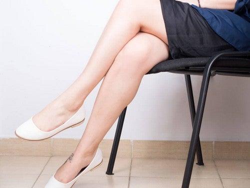 Evite permanecer em uma mesma postura para evitar as veias varicosas