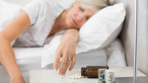 Mulher  com doença de Alzheimer dormindo