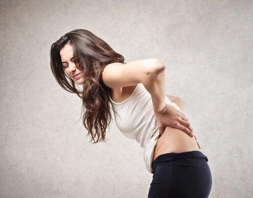 5 problemas de saúde que causam dor nas costas