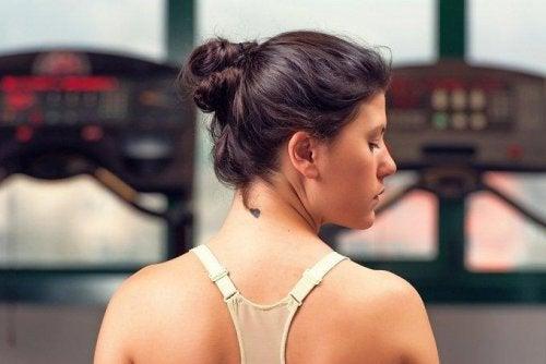6 conselhos para manter a pele do pescoço jovem e lisa