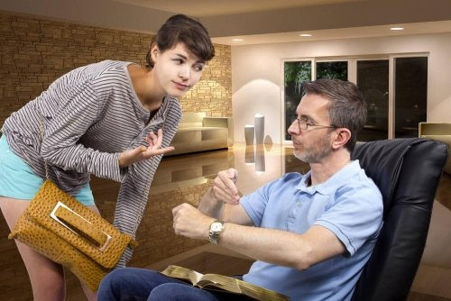 Pai conversando com filha sobre o consumo de drogas