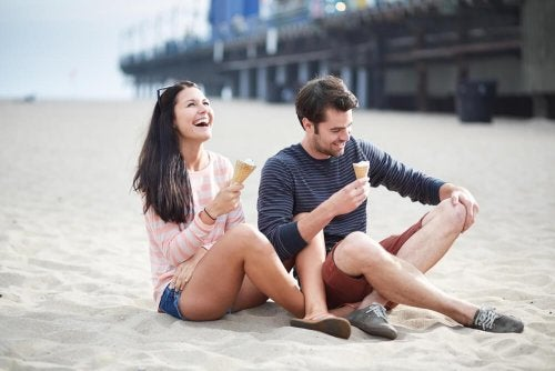 Amigos tomando sorvete