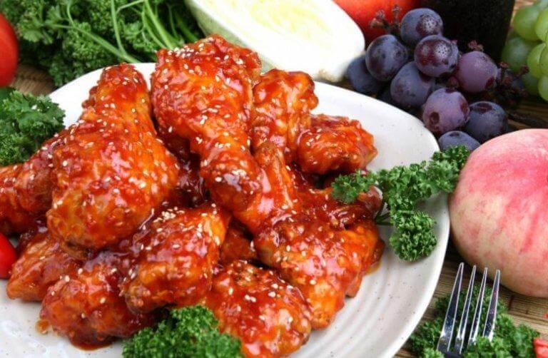 Asas de frango com molho agridoce ao estilo oriental