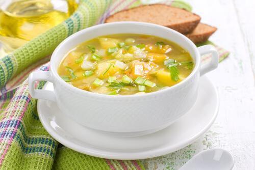 Sopa de aipo para combater a constipação