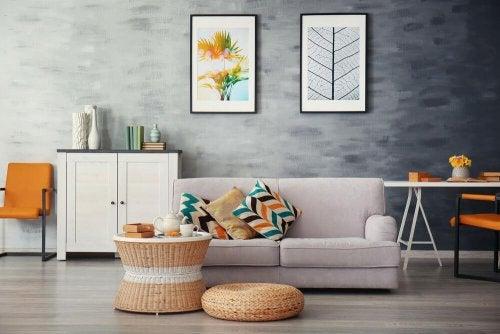 Sala de estar com almofadas decorativas