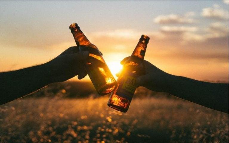 6 grandes benefícios da cerveja que te surpreenderão