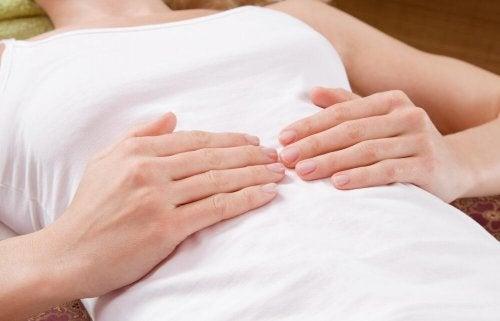 Dor de estômago é um sintoma de fígado gorduroso