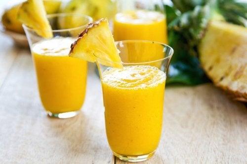 Batida de abacaxi e gengibre para perder peso