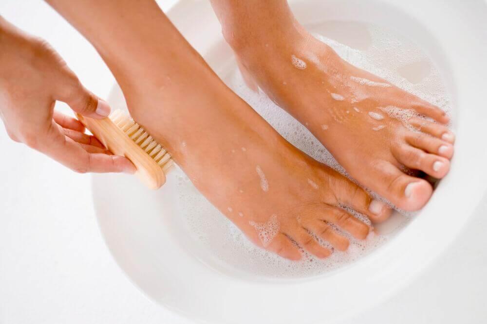 Higienizar os pés