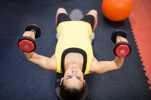 Exercício para ajudar a tonificar seus seios