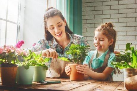 Ensine seus filhos a fazer vasos de flores