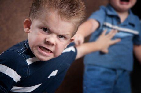 Criança se comportando mal