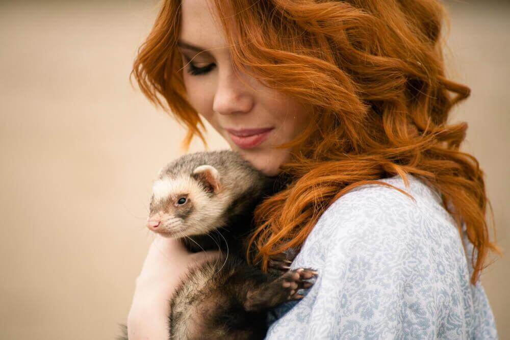 Mulher com seu animal de estimação