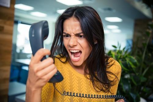 Falar no telefone sobre coisas sem sentido é um ladrão do tempo
