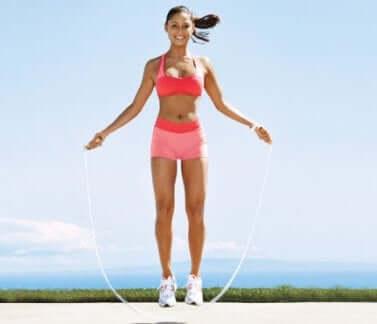 Pular corda para afinar a cintura