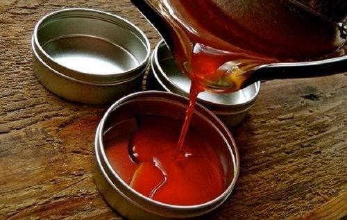 Pomada de pimenta caiena e óleo de amêndoas