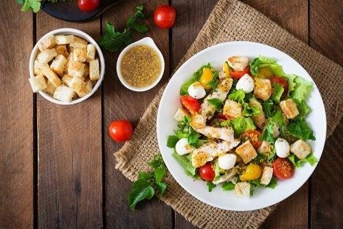 Duas receitas de salada Caesar