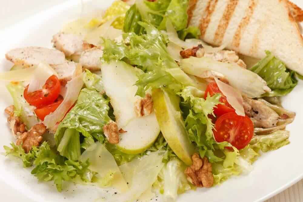 Salada Caesar com maçã e mostarda