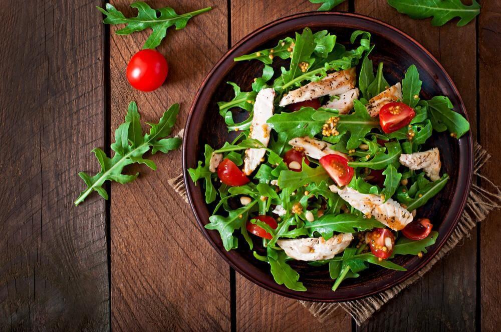 Salada de escarola com vinagrete de cúrcuma