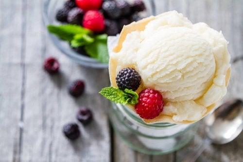 Sorvete caseiro com frutas