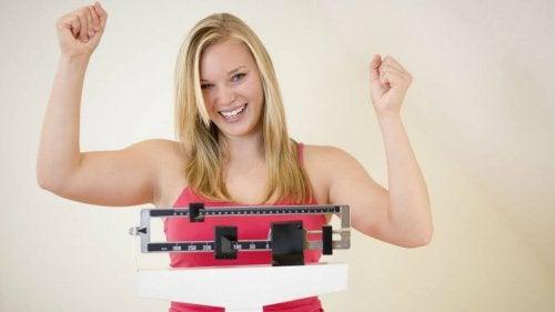 Mulher perdendo peso com mate