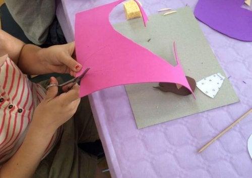 5 artesanatos simples feitos em EVA