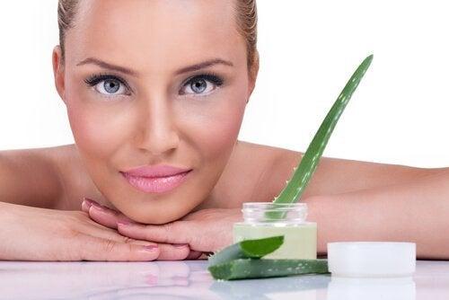 5 benefícios do gel de aloe vera para cuidar da sua pele