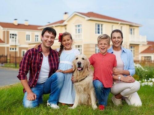 Familia com seu animal de estimação