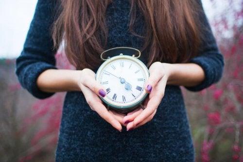 Você sabia que o estresse pode ser a causa do atraso no ciclo menstrual?