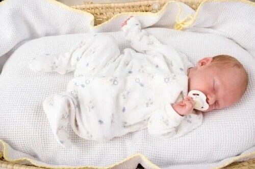 Como ensinar seu filho a dormir a noite inteira?