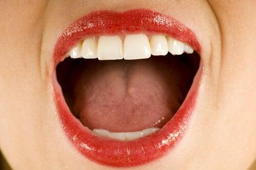 Exercício com a boca para reduzir a papada