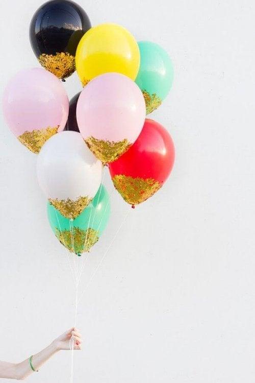 Balões com purpurina para decorar