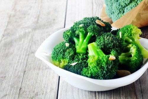 Brócolis com amêndoas