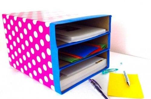 Caixas para manter o escritório em ordem