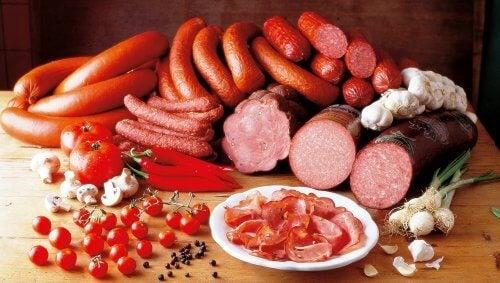 Carnes vermelhas e embutidas