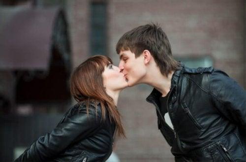 Descubra por que beijar é bom para a saúde
