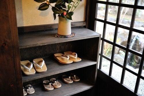 Closet para sapatos com madeira