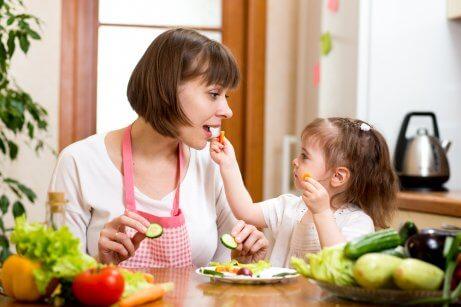 Bons hábitos alimentares ajuda a eliminar a caspa em crianças