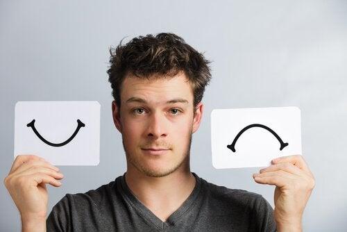 Homem mostrando a diferença na mente de um bipolar