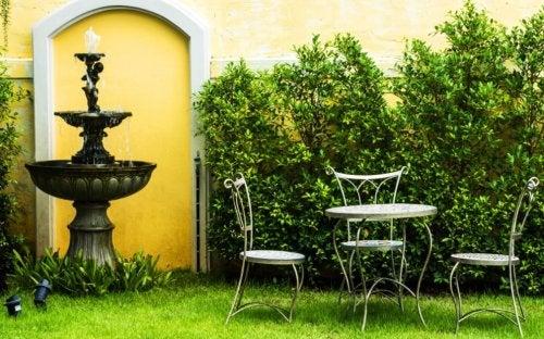 Fontes de água: 6 ideias para decorar seu jardim