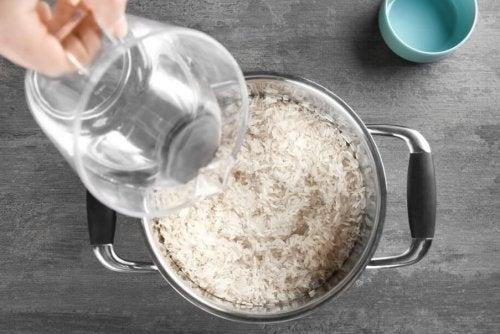 Preparar o arroz ao vapor